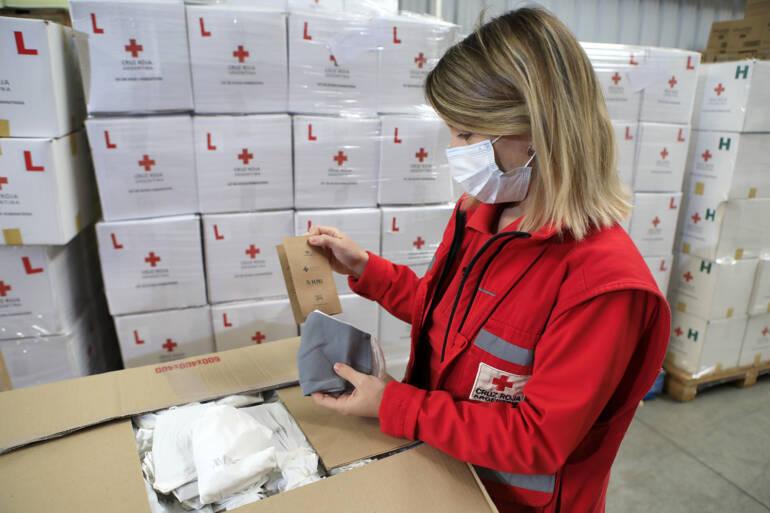 Entregamos 5.000 barbijos a la Cruz Roja hechos con indumentaria reciclada